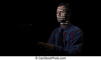 binaire, sien, écran ordinateur, attaquer, mâle, cyber, figure, cachette, quoique, code, intelligent, souterrain, sécurité, serveurs, programmeur, reflète