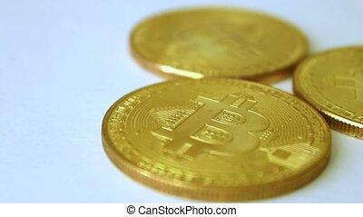 bitcoins, pièces or, trois, rotation, fond, blanc