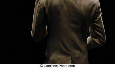 blanc, prise vue., mains, dark., saxophoniste, studio, complet, orbital, torse, haut., backlight., fond, motion., jazzman, fin, musicien, lent, saxophone, noir, exécute