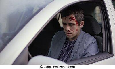 blessé, accident, après, homme, voiture