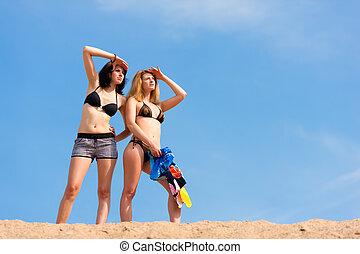bleu, été, ciel, deux, jeunes femmes