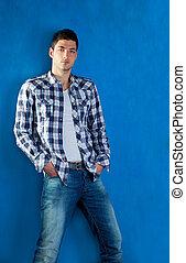 bleu, chemise plaid, jeans treillis, jeune homme, beau