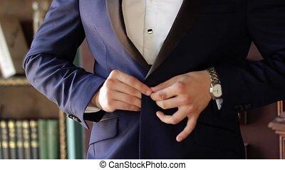 bleu, classique, jeune, veste, complet, mettre, homme