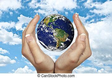 bleu, concept, tenue, -, ciel, contre, planète, protection environnement, mains humaines, la terre