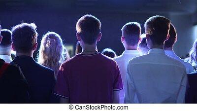 bleu, concert, foule, gens, lumière, dos, ventilateurs, musique, projecteur, vue.