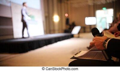bleu, conférence, microphone, documents, autre, business, séance, -, conversation, déguisement, tenue, homme, chaise, lecture, salle, étape