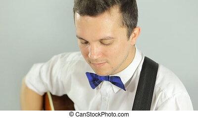 bleu, jeune, jeu guitare, clair, studio, fond, blanc, type, pantalon