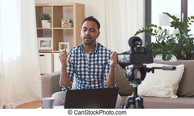 blogger, enregistrement, appareil photo, vidéo, maison, mâle
