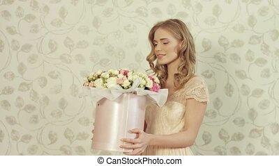 boîte, bouquet, grand, roses, doux, girl, heureux