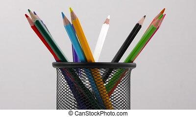 boîte, crayons, fond blanc