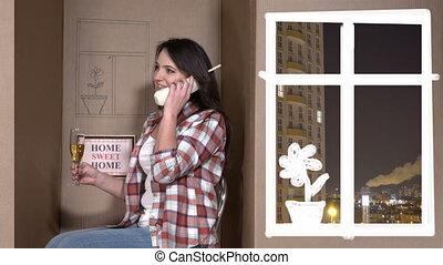 boîte, femme, elle, conversation, minuscule, téléphone, nouvelle maison, carton, heureux