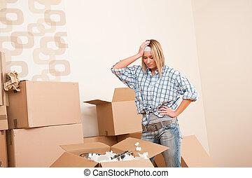 boîte, femme, jeune, en mouvement, house:, déballage