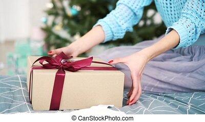 boîte, girl, présent, lit, séance