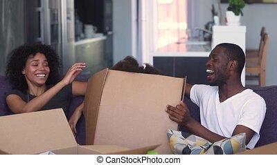 boîte, jeu, fille, saut, parents, africaine, dehors, gosse