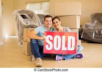 boîtes, tenue, signe, entouré, vendu, carton, couple