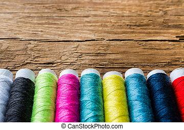 bois, arrière-plan coloré, fil