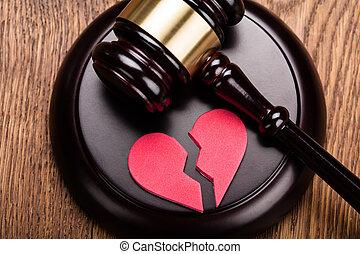 bois, coeur, rouges, marteau, cassé