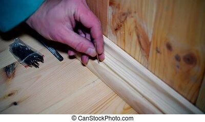 bois, mains, planche, contourner, apposer, mâle