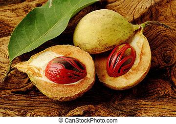 bois, muscade, fruits