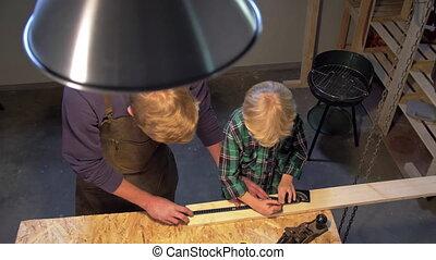 bois, ralenti, garçon, travail, homme, planche, atelier