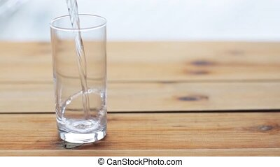bois, verre, table eau, verser