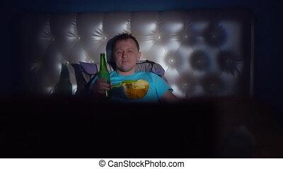 bol, mouvement, appareil photo, montres, type, tv, seul, bière, nuit, chips, jeune