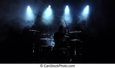 bon, jeux, énergique, drums., enfumé, musicien, light., dos, silhouette., mouvement, arrière-plan., lent, musique, noir