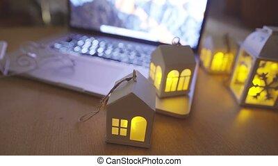 bougies, ordinateur portable, ouvert, clignotant, table