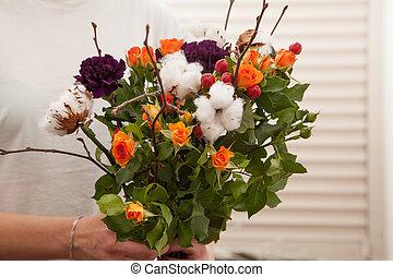 bouquet, femme, fleurs, tenue