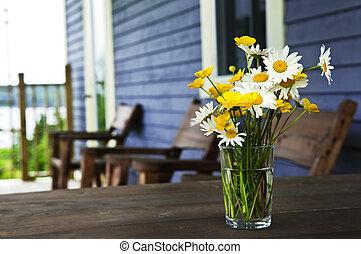 bouquet, petite maison, wildflowers