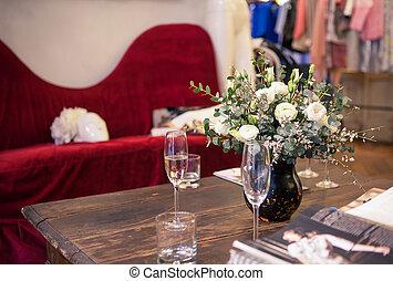 bouquet, roses, blanc, intérieur