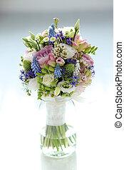 bouquet, table