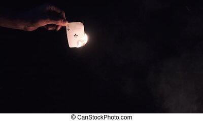 brûlé, tient, main, fond, ralenti, carte, nature., noir, feu camp