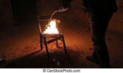 brûler, chaise