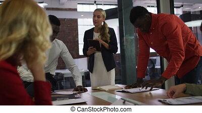 brain-storming, réunion affaires, divers, salle, groupe, tablette, collègues, utilisation