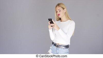 branché, blonds, elle, femme, vérification, mobile, jeune