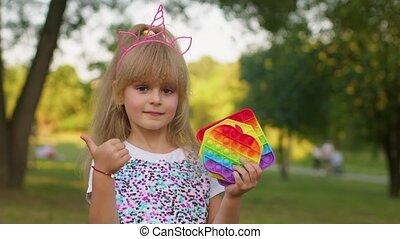 branché, bulles, jeu, silicone, fidgeting, pop, enfants, anti-stress, gosse, jouets, il, tenue, girl, sensoriel