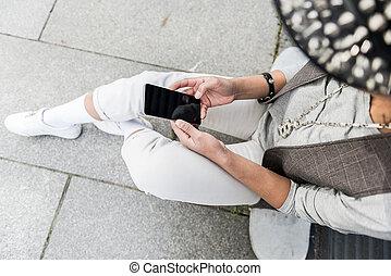 branché, smartphone, adolescent, dactylographie