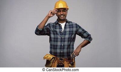 bras, indien, heureux, traversé, ouvrier, ou, constructeur