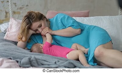 breastfeeding, affectueux, elle, mère, dorlotez fille