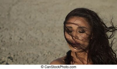 bronzé, mouvement, femme, cheveux, foncé-d'une chevelure, lent, battement des gouvernes, vent, portrait