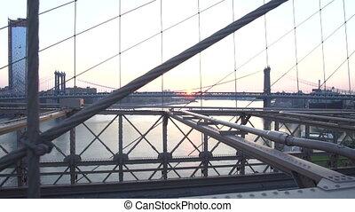 brooklyn, trafic, est, été, sur, pont, lent, rivière, motion:, aucuns gens, voitures, dépassement, surise, regarder