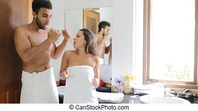 brossage, danse femme, couple, matin, gai, hygiène, homme, dents, sourire, salle bains, heureux