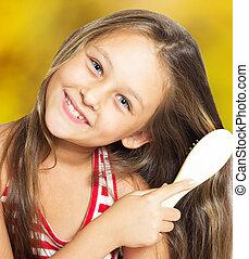 brossage, doré, peu, elle, cheveux, fond, fille souriante