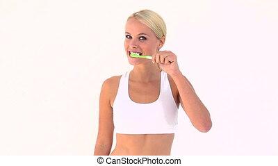 brossant dents, elle, blond