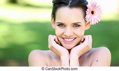 brunette, sourire, naturel, appareil photo
