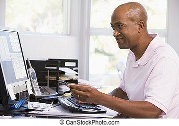bureau, crédit, informatique, tenue, maison, smilin, utilisation, carte, homme