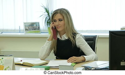 bureau, documents, femme affaires, cellphone, jeune, joli, conversation