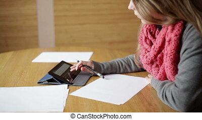 bureau, femme, papiers, fonctionnement