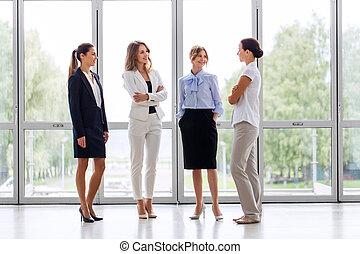 bureau, femmes affaires, réunion, conversation